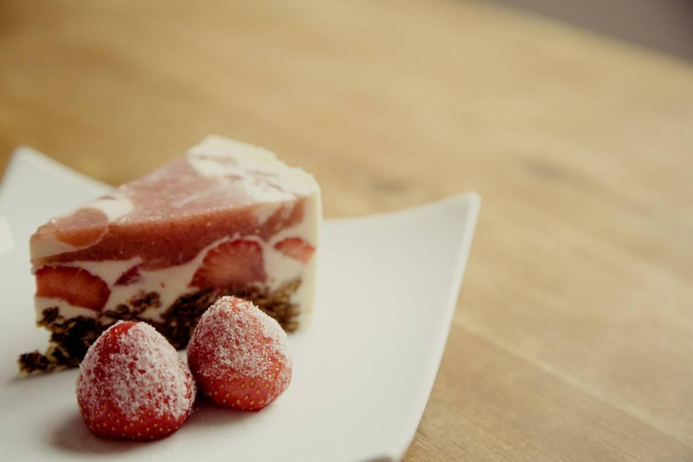 strawberry-cake-594170_1920.jpg